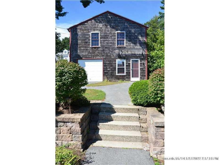 32 Edgewater Road Falmouth Me 04105 Is For Sale Town