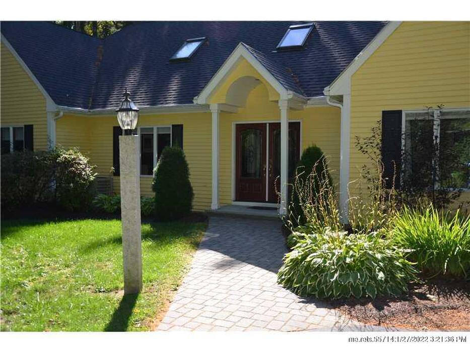 32 Buttonwood Lane Portland Me 04102 Is For Sale Town