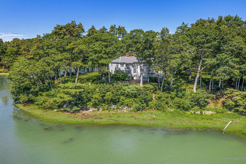 34 Castle Road, Freeport, Maine 04032